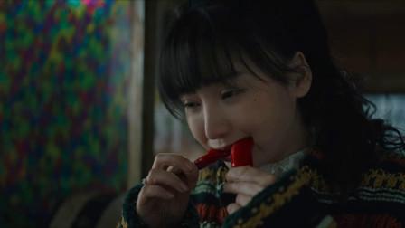 受益人:柳岩连吃16个辣椒,嘴巴都辣肿了,还要继续吃