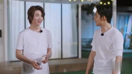 韩东君王一博找他的小白包,王一博笑的太可爱了!