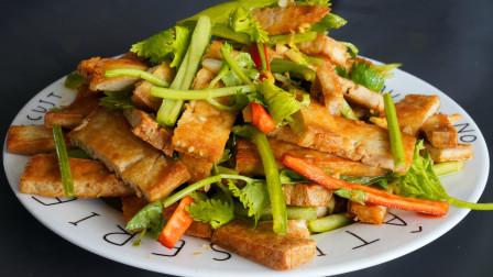 芹菜豆干的家常做法,芹菜脆嫩有诀窍,营养好吃,给肉都不换