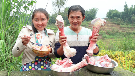 25预定5根牛大骨,取出牛骨髓配上大虾,做一份骨髓饭味道怎样?