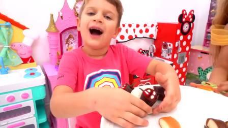 外国少儿时尚,男孩在做蛋糕,真厉害呀