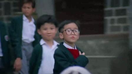 七小福:孩子们吃西瓜,一块西瓜四个人吃,吃得真是太爽了!