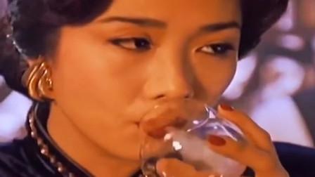 吴家丽:1987年,因主演电影《龙虎风云》而走红。1988年,主演了剧情片《网中情》。