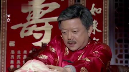 王刚过生日切寿桃,怎料用手掰开一看,气得脸都绿了