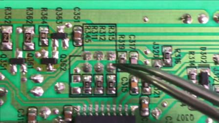 电视维修:这台电视设计了电流取样电路跳帽,以后灯条轻微老化,一跳就行