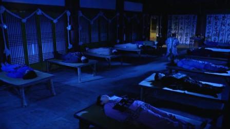 僵尸训练营:道士偷尸,遇到同行装,却被偷尸人当成了自家老大