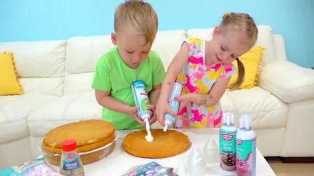 童年趣事:萌娃小萝莉和小正太给妈妈做生日蛋糕!
