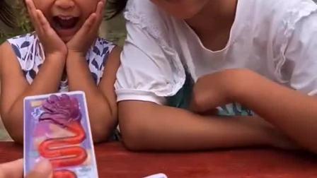 趣味童年姐姐给小宝贝要零食吃