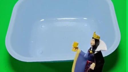 僵尸来到了童话王国,白雪准备了泡泡浴,贝儿看到自己洗了