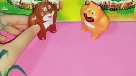 灰姑娘太饿了,就偷了熊大熊二的玉米吃,熊大熊二应该原谅她吗?