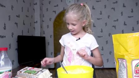 美国萌宝时尚,小女孩给妈妈做生日蛋糕,好棒呀