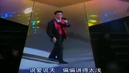 张国荣的《侧面》太经典了,真是难以超越,别人也唱不出这种味道