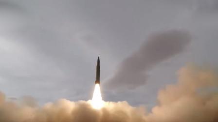 燃!实拍火箭军戈壁实弹发射:导弹呼啸升空超震撼