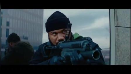 美国黑人从天而降抢夺目标,闹市街区直接枪战