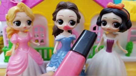 白雪公主故事 贝儿给自己画了个嘴巴,结果白雪她们都无语了