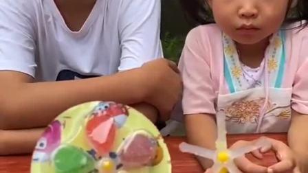 童年趣事:是谁偷吃了棒棒糖?