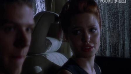 随心所欲:男子咆哮自己爱无能与朱莉拥吻后弃车而逃 「出处:随心所欲」