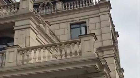 乡村不多见的法式风格别墅,商住结合上下五层,真是太豪华了!