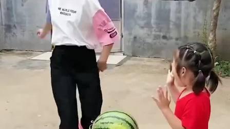 趣味童年:快闪开啊,我要开西瓜啦!