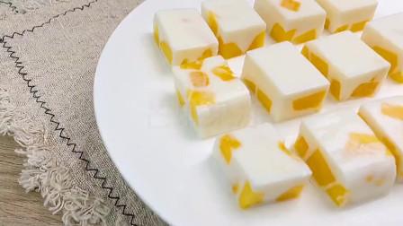 芒果丁果冻做法:这个暑假一定要试试用芒果丁做果冻给孩子,果香浓郁,简单卫生又好吃