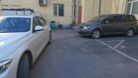 靠墙垂直车位如何停车?分享靠墙垂直倒车入库的方法,实用防剐蹭
