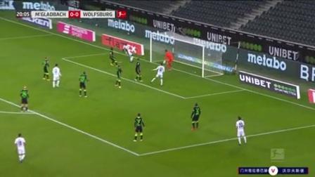 第21分钟门兴格拉德巴赫球员诺伊豪斯射门-绝佳机会击中门框