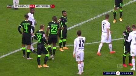 第77分钟沃尔夫斯堡球员吉拉沃吉黄牌