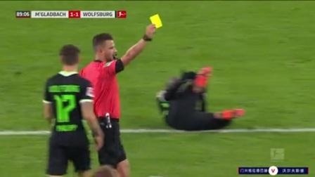 第90分钟门兴格拉德巴赫球员赫尔曼黄牌