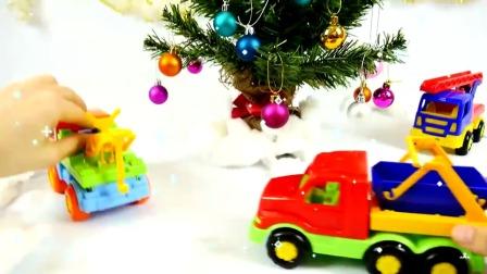 玩具卡车工程车一起来装饰圣诞树