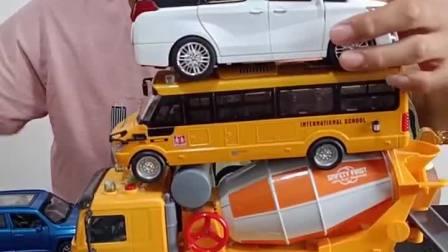 童年趣事:爸爸的汽车好高啊