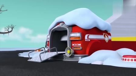汪汪队:狗狗们真勤快,在下雪的天气里,各自打扫车上的雪