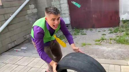 扮演游戏:小伙喜欢看汽车西瓜轮胎造型