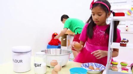 小萝莉跟弟弟开蛋糕店,给顾客制作美味蛋糕