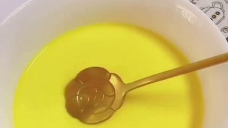 小月龄宝宝第一口蛋黄这样吃