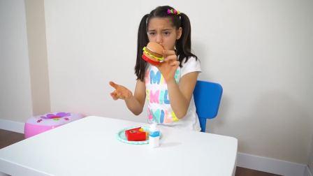 国外萌宝时尚,小女孩在吃汉堡包,好好吃呀