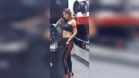 汽车展会 :长腿美女模特气质佳