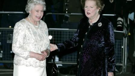 撒切尔夫人葬礼当天,英国女王的一张照片,很有意思!