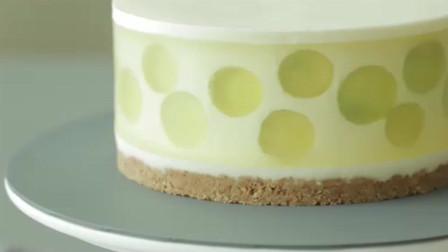 葡萄口味的芝士蛋糕,看上去很水润