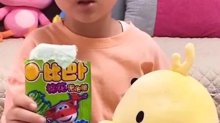 童年趣事:吃小猪佩奇的饼干啦