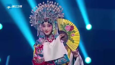 歌手李健、京剧演员王联手京剧演员为我们带来的京剧版《传奇》太精彩了!传统戏曲融入流行音乐,简直百听不厌! 