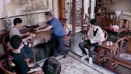 王刚的豪宅,桌子都是300年的黄花梨,差点就被于晓光给毁了!