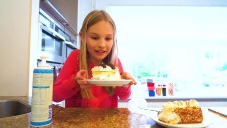 国外萌宝时尚,小女孩用气球制作蛋糕,真有趣啊