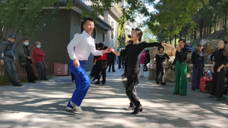 吉特巴《对面的小姐姐》双人对跳,小樊老师动作干净利落,太棒了