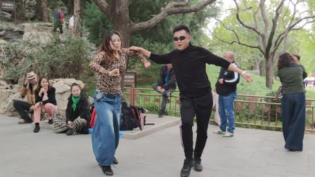 吉特巴《月下情缘》时光辉煌老师和黑咖啡老师舞步简单好看