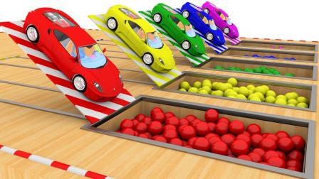 小汽车开入彩色豆豆池染色益智动画学颜色