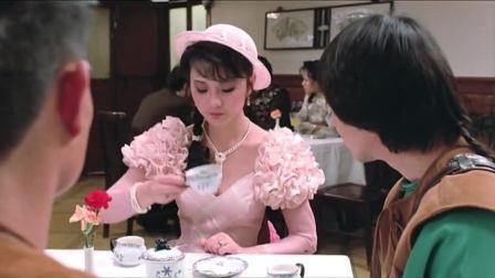 看林正英吃蛋挞太香了,加糖加奶,真是讲究人!