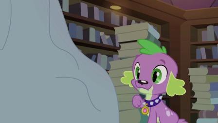 小马宝莉:紫悦的小马习惯还没改,看书还用嘴叼,太搞笑了