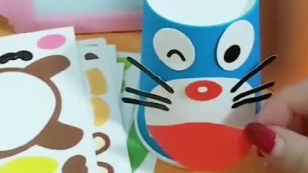 佩奇给乔治做纸杯好玩的,纸杯秒变卡通人物,这个卡通人物你认识吗?