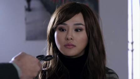 麻辣女兵:女孩为了当兵,直接自己剪掉长发,看着都让人心疼