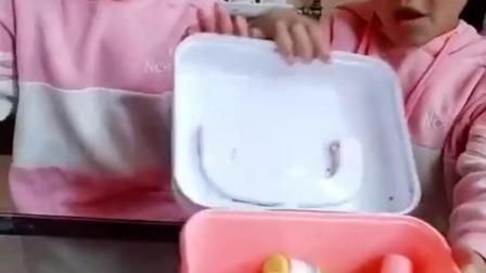 有趣的童年:妈妈回来了,赶紧把冰棒藏起来